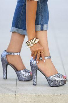 Dreamy Sparkling Silver High Heels with denim. Silver Glitter Heels, Glitter Sandals, Sparkly Shoes, Silver Pumps, Glitter Uggs, Glitter Converse, Sparkle Heels, Rhinestone Heels, Gold Heels