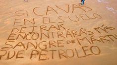 """[VIDEO] Playas de España """"gritan"""" por los cristianos perseguidos 08/06/2015 - 12:57 pm .- Un grupo de jóvenes colaboradores de Ayuda a la Iglesia Necesitada (AIN) ha escrito una serie de frases en una de las playas más concurridas del norte de España. Lo han hecho para recordar a quienes pasean por allí que todavía hoy hay mártires que mueren por su fe a miles de kilómetros de allí."""