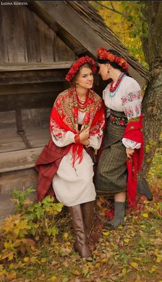 by Anna Senik, dna-kobieta.Podruzhenky , Ukraine, from Iryna Folk Fashion, Ethnic Fashion, European Fashion, Bohemian Gypsy, Gypsy Style, Folk Style, We Are The World, People Of The World, Folk Costume