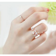 Shop Fashion Flower Crystal Rings on sale at Tidestore with trendy design and good price. Come and find more fashion Rings here. Hand Jewelry, Cute Jewelry, Jewelry Rings, Jewelry Accessories, Jewelry Design, Accessories Online, Ring Verlobung, Ring Necklace, Diamond Rings