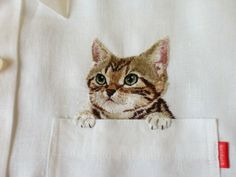 Broderie chat-chemise