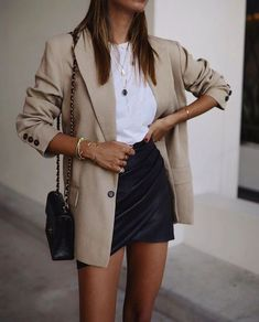 cute outfits for women \ cute outfits ; cute outfits for school ; cute outfits with leggings ; cute outfits for winter ; cute outfits for women ; cute outfits for school for highschool ; cute outfits for spring Komplette Outfits, Casual Outfits, Fashion Outfits, Woman Outfits, Blazer Fashion, Fashion Trends, Fashion Inspiration, Casual Dresses, Party Outfits