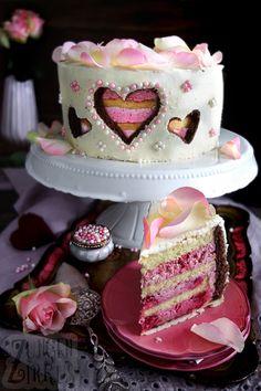 Valentine& Day Cake - Raspberry Cream Cake - Tongue Circus- – Himbeersahnetorte – Zungenzirkus Valentine& day cake with raspberry cream and two types of sponge cake! Beautiful and unusual cake decoration! Cake Recipes, Dessert Recipes, Desserts, Frosting Recipes, Types Of Sponge Cake, Caramel Mud Cake, Dessert Sans Gluten, Naked Cakes, Valentines Day Cakes