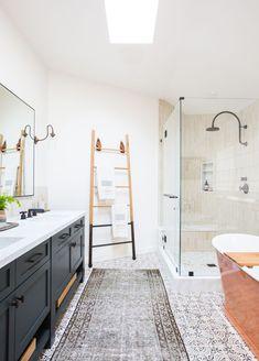 35 Stunning Modern Farmhouse Bathroom Decor Ideas Make You Relax In 2019 - Googodecor Modern Master Bathroom, Modern Farmhouse Bathroom, Guest Bathrooms, Rustic Farmhouse, Spanish Bathroom, Light Bathroom, Modern Bathrooms, Bathrooms Decor, Master Shower