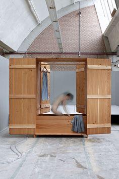 Badkast Larch Wood Bathtub by Studio Anna van der Lei