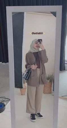 Hijab Casual, Ootd Hijab, Hijab Style, Hijab Chic, Casual Outfits, Fashion Outfits, Modern Hijab Fashion, Street Hijab Fashion, Hijab Fashion Inspiration