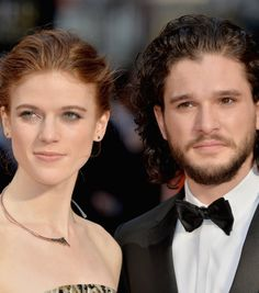 Game of Thrones stars Kit Harington and Rose Leslie confirmed their relationship at the Olivier Awards but when asked, they were already attracted to each other during season 2 of GoT. Appearing on screen together helped that attraction blossom into love. Rose Leslie, Leslie Hope, Kit Harrington, Kit Harington Wife, Jon Snow E Ygritte, Celebrity Couples, Celebrity News, Celebrity Skin, Jon Schnee