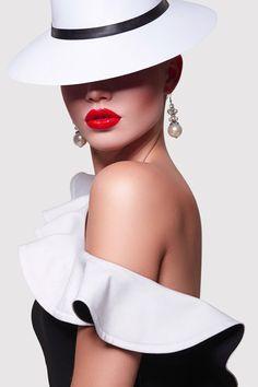 Pose Mannequin, Creative Fashion Photography, Foto Portrait, Photographie Portrait Inspiration, Look Retro, Photography Poses Women, Lady Photography, Fancy Hats, Beauty Shoot