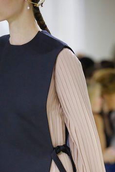 Christian Dior Fall 2018 Couture Fashion Show Fashion Week, Diy Fashion, Fashion Show, Fashion Trends, Fashion Design, Couture Details, Fashion Details, Iranian Women Fashion, Tomboy Fashion