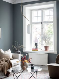 A Swedish Home With The Loveliest Earthy Blue Walls (my scandinavian home) - Home Decor Ikea Living Room, Living Room Kitchen, Living Room Modern, Living Room Interior, Living Room Designs, Blue Walls Kitchen, Blue Living Room Walls, Interior Livingroom, Murs Beiges