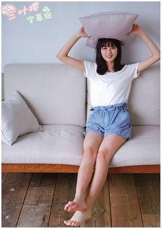 Japanese Beauty, Asian Beauty, Actress Feet, Japan Woman, Girl House, Photo Reference, Beautiful Legs, Barefoot, Asian Girl