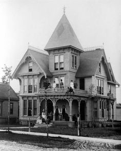 Charlevoix residence Victorian Photos, Vintage Photos, Charlevoix Michigan, Lake Huron, Northern Michigan, Old Houses, Castles, Abandoned, Past