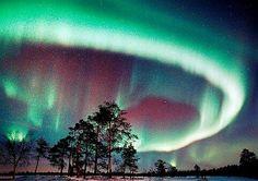 「宇宙からの贈り物」オーロラがこの世の物とは思えない美しさ!