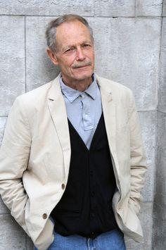 Erri De Luca couronné du prix Jean Monnet de Littérature européenne Jeans, First Love, Suit Jacket, Blazer, Suits, Writers, Jackets, Clothes, Fashion