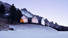The Oberholz Mountain Hut rests on the edge of the Italian Dolomites at a height of 2,000 meters and seems as if it has just grown and branched out of the mountainside spontaneously. But in fact, it is the result of a studious, 2015 competition submission and subsequent win by Peter Pichler Architecture and architect, Pavol Mikolajcak for their client, Obereggen AG/Spa. Cabana, Roof Shapes, Glass Facades, Zaha Hadid, Stunning View, Restaurant Design, Modern Luxury, Interior Architecture, Dezeen Architecture