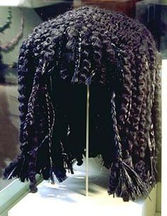 "theotherhistory: "" Ancient Egyptian Wigs Egyptians wore dreadlocks and braided wigs. They made the wigs by growing their hair out, cutting it off, and then sewing the hair to a net. Egyptian Jewelry, Egyptian Art, Ancient Egyptian Makeup, Egyptian Things, Egyptian Women, Egyptian Costume, Egyptian Hairstyles, Kemet Egypt, Egyptian Fashion"
