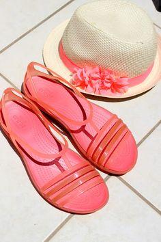 Photo. Sanna/ Sisustus COCO: CROCS Alekoodi ja kuulumisia. Pool Slides, Crocs, Squad, Sandals, Fashion, Slide Sandals, Moda, Shoes Sandals, Fashion Styles