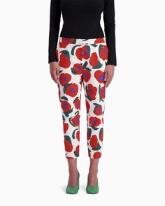 The white, red and green Iso Vikuri pattern features these classic cropped Martha trousers that are made of cotton twill. The trousers have a zipper, a small hook fastener and button at the front, side pockets and slim pant legs. Harem Pants, Pajama Pants, Trousers, Normal Body, Green Pants, Long Toes, Slim Pants, Pants Outfit