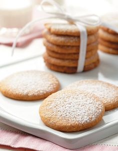 swedish christmas cookies Weihnachtspltzchen This Swedish Walnut Butter Cookies recipe makes 36 cookies in just 40 minutes. These cookies are rich in flavor and make the perfect holiday cookie. Cookie Desserts, Just Desserts, Cookie Recipes, Dessert Recipes, Swedish Cookies, Walnut Cookies, Swedish Butter Cookies Recipe, Yummy Treats, Sweet Treats