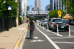 US DOT introduces separated bike lane planning and design guide