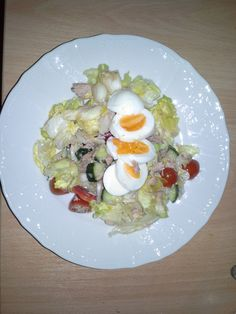 my favorite salad. Just vegetables+eggs+tuna <3 ideal for dinner