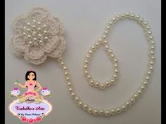 Prendedor de Chupeta em pérolas - YouTube Crochet Lace Edging, Diy Crochet, Baby Kit, Baby Bloomers, Crochet Baby Shoes, Hair Bows, Diy And Crafts, Youtube, Hair Arrange