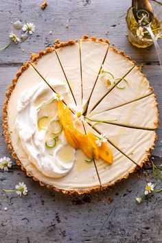 No Fuss Coconut Lime Tart. This No Fuss Coconut Lime Tart is that go-to dessert…super easy, delicious, and pretty too…the perfect zesty, tropical pie that everyone will love! Lime Desserts, Easy Desserts, Delicious Desserts, Dessert Recipes, Quick Dessert, Graham Crackers, Harry Potter Torte, Tapas, Lime Cream