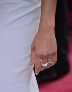 Oscars 2013: Zoe Saldana  Neil Lane diamond rings totaling 9 carats.