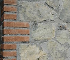 Use of the clean corners and lines of bricks for the corner of this wall.