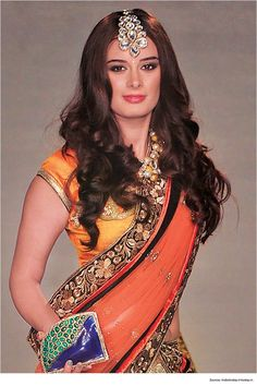 Top 12 Sexy Hairstyles for Sarees | Saree Hairstyles