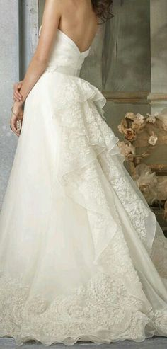 This dress is totally Fabulous and really gorgeous!