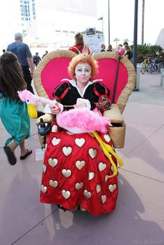 The Queen of Hearts on her throne - The Best Wheelchair Cosplay
