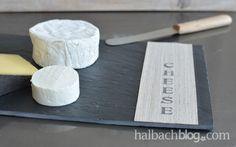 Halbachblog I stylishes DIY-Käsebrett: Schieferplatte mit selbstklebendem Holzfurnier-Stoff I Stempel I Typo I Schriftzug
