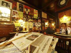Hawelka Café, Vienna Cafe Restaurant, Boys Like, Hotels, Make Me Happy, Places To Visit, Vienna Austria, Bakeries, Men's Style, Restaurants