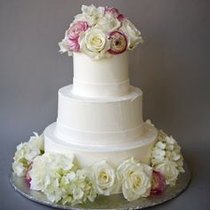 Advice on how to decorate your cake with fresh flowers.