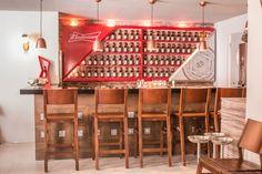 A IOIO desenvolveu e executou o Tailor Made da Budweiser para o Restaurant L'École, localizado em Fortaleza (CE).