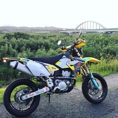 Enjoy photo gallery full of MX, enduro & supermoto pimped by quality stickers from our factory.This is how our graphics kits look like alive on dirt bikes. Drz400 Supermoto, Suzuki Bikes, Dual Sport, Bike Ideas, Dirt Bikes, Scooters, Motocross, Motorbikes, Photo Galleries