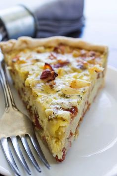 Ranch Bacon Potato Quiche - like eating a breakfast burrito stuffed into a pie crust. Made with Monterey Jack cheese, potatoes, bacon, and ranch seasoning. Mini Breakfast Quiche, Breakfast Burritos, Breakfast Dishes, Breakfast Recipes, Breakfast Potatoes, Breakfast Ideas, Brunch Recipes, Potato Quiche Recipe, Bacon Potato