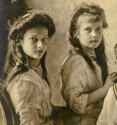 The Imperial children of Russia, photographed in 1910 : Tatiana and Anastasia Tatiana Romanov, Anastasia Romanov, Anastasia Musical, Familia Romanov, Romanov Sisters, Princesa Real, House Of Romanov, Alexandra Feodorovna, Tsar Nicholas Ii