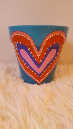 Maceta pintada corazón en varios colores