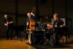 Martin Speicher (Saxophone, Klarinetten), Georg Wolf (Kontrabass), Lou Grassi (Schlagzeug) - Bildjournalist Kassel http://blog.ks-fotografie.net/konzertfotografie/drummer-lou-grassi-live-konzertfotografie/