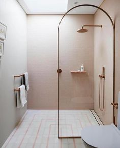 8 Luxury Bathroom Design Ideas To Inspire A pink children's ensuite bathroom with rose gold accents Interior Modern, Bathroom Interior Design, Home Interior, Rose Gold Interior, Interior Livingroom, Interior Paint, Design Bedroom, Bedroom Decor, Bad Inspiration