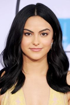 Camila Mendes shows us that matte pink lip isn't just something you wear in everyday life but for those oh-so-fancy events as well. #pinklipsart