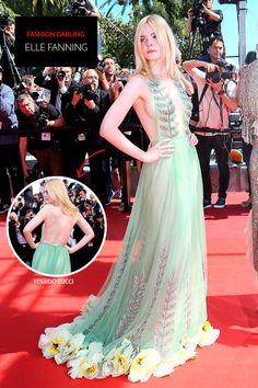 Elle Fanning com vestido de gala verde claro com maxi decote e flores na barra, super elegante e com bordados que chamam a atenção de qualquer um