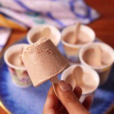 Creme, nutella, lait dans gobelet carton = glaces