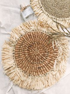 Placemats for your table decor Rustic Placemats, Boho Diy, Boho Decor, Raffia Crafts, Natural Placemats, Natural Weave, Diy Braids, Crochet Decoration, Shopping