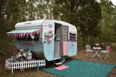 Annie - The Tiny Caravan Bush Glamping in Pink