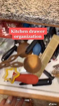 Kitchen Organization Pantry, Diy Kitchen Storage, Home Organization Hacks, Kitchen Drawers, Kitchen Organizers, Dollar Tree Decor, Dollar Tree Finds, Dollar Tree Organization, Diy Crafts For Home Decor