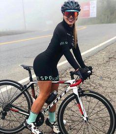 Bicycle Women, Bicycle Girl, Cycling Tights, Female Cyclist, Cycling Girls, Bike Style, Biker Girl, Athletic Women, Amazing Women