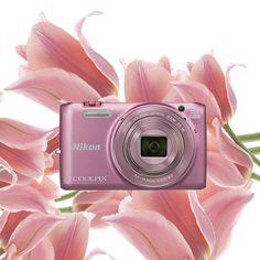 Zmysłowe, delikatne płatki kwiatów tulipana królują w wiosennych bukietach. Stylowy COOLPIX6800 pięknie prezentuje się w bladym różu.